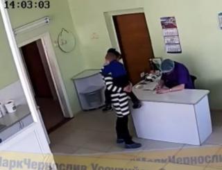 Фото: кадр из видео | «И не стыдно ей?»: обнародовано полное видео скандала в стоматологии