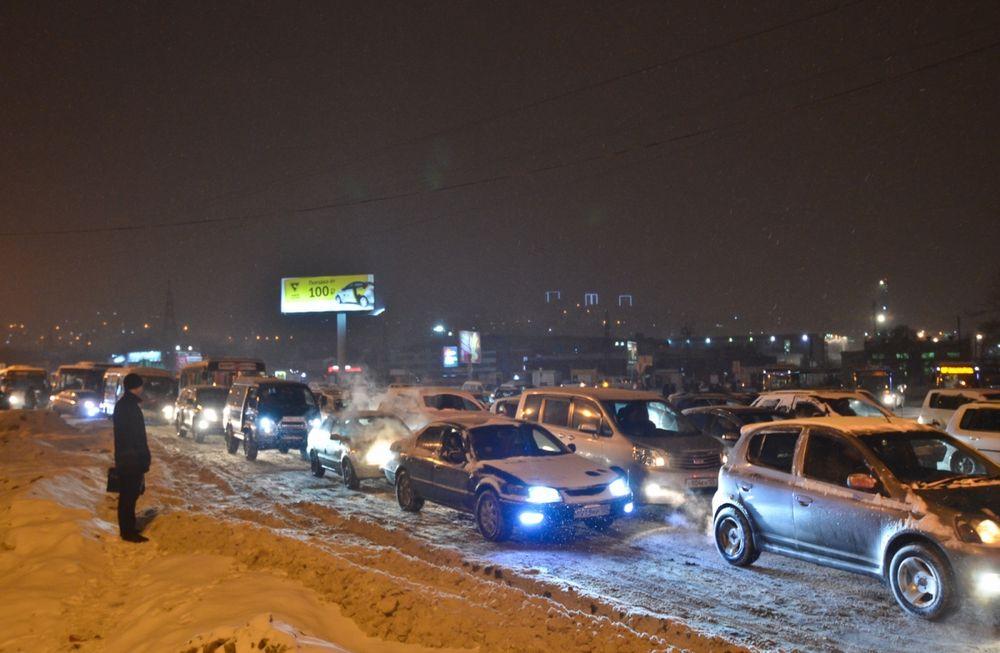 В первый рабочий день нового года жители Владивостока встали в пробки