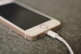 Фото: Pixabay.com   Эксперты сообщили, как зарядка телефона в общественном месте может навредить вашему устройству