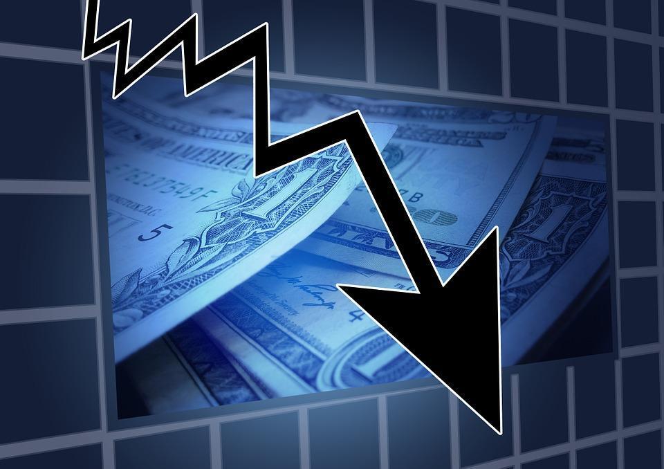 Доллар и евро потеряли больше двух рублей