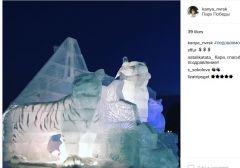 Фото: Скриншот instagram.com    Мост на остров Русский изо льда возвели в Москве