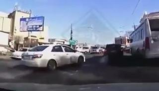 Карма настигла «наглую» автоледи на дороге Владивостока