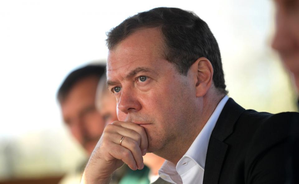 Опрос показал, что неменее половины граждан России выступают заотставку руководства