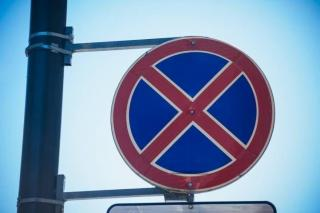 Из-за «мастера парковки» жителям Владивостока пришлось преодолевать «полосу препятствий»