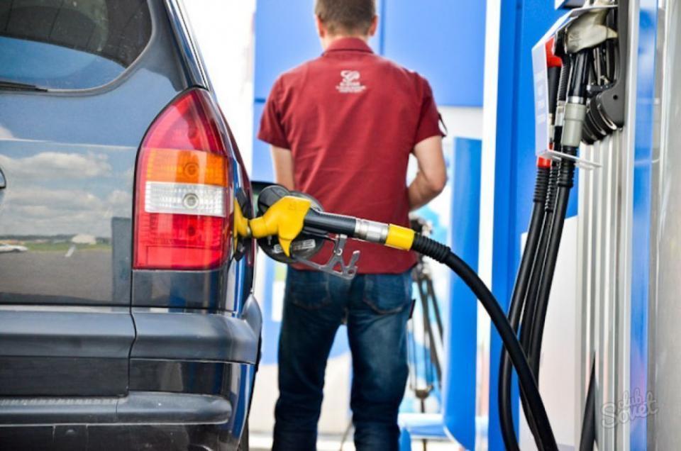 Эксперты при правительстве подсчитали, как взлетят цены на бензин