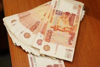 Автомобиль, набитый деньгами, вызвал негодование жителей Владивостока