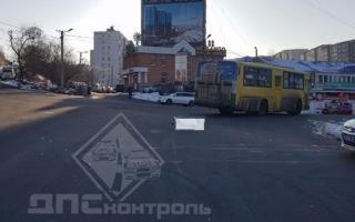 Во Владивостоке пассажирский автобус сбил женщину
