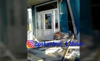 Автоледи снесла в пригороде Владивостока магазин и сбила ребенка