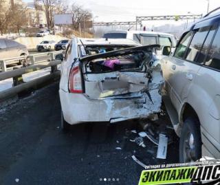 Фото: dps_vl   «Пробка из-за них лютая»: массовая авария произошла во Владивостоке