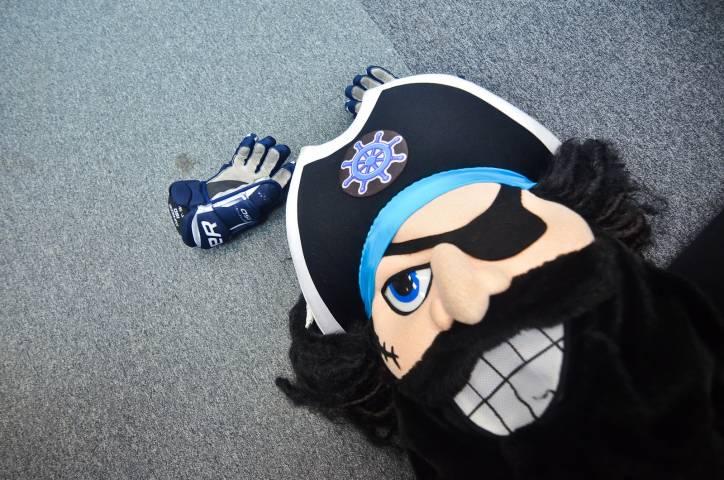 Пиратыч борется зазвание самого яркого маскота Восточной конференции КХЛ