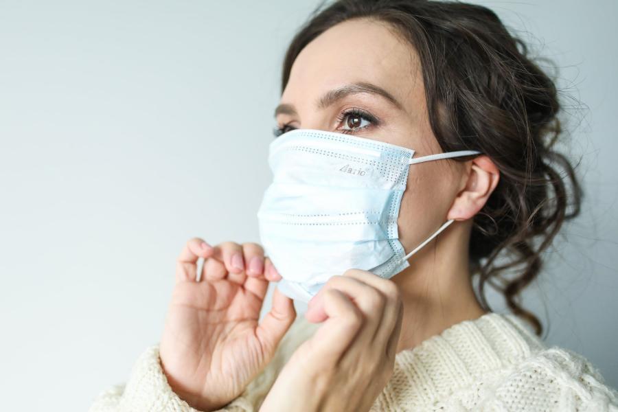 Врач рассказала, чем коронавирус опасен для глаз