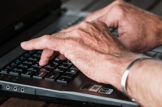 Фото: pixabay.com   ПФР ответил работающим пенсионерам