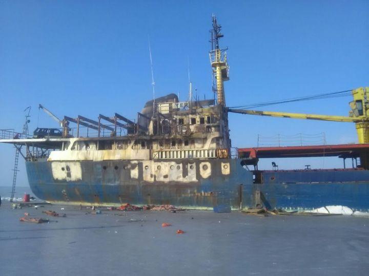 ВоВладивостоке загорелось судно Yeruslan
