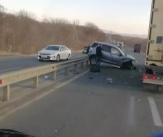 Фото: скриншот dps.control   В Приморье устроивший ДТП лихач спровоцировал серьезную пробку