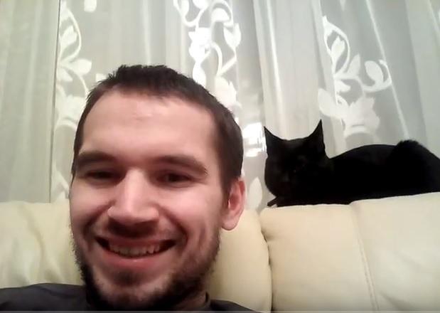 Автостопщик изМурманска сосвоим чёрным котом добрался доВладивостока