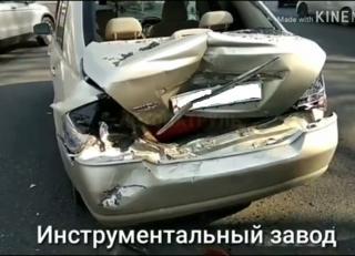 Фото: скриншот avtopatrul_info | «Хороший крузак – ни царапины»: во Владивостоке произошло ДТП с участием внедорожника