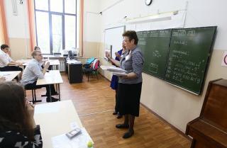 Список штатных мест работников образования определят законом в Приморье