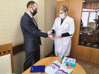 Фото: «Единая Россия»   В Приморье самый крупный пункт вакцинации получил медтехнику от партии