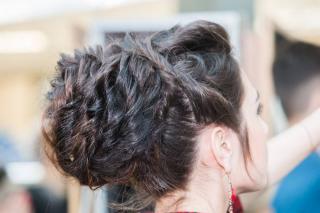 Поход к парикмахеру на всю жизнь запомнится школьнице из Приморья