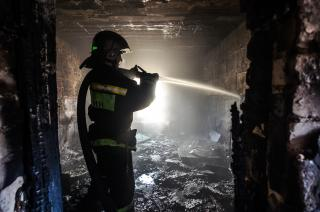 Фото: Александр Потоцкий   Более трех часов ушло у пожарных на ликвидацию возгорания в частном доме в Приморье