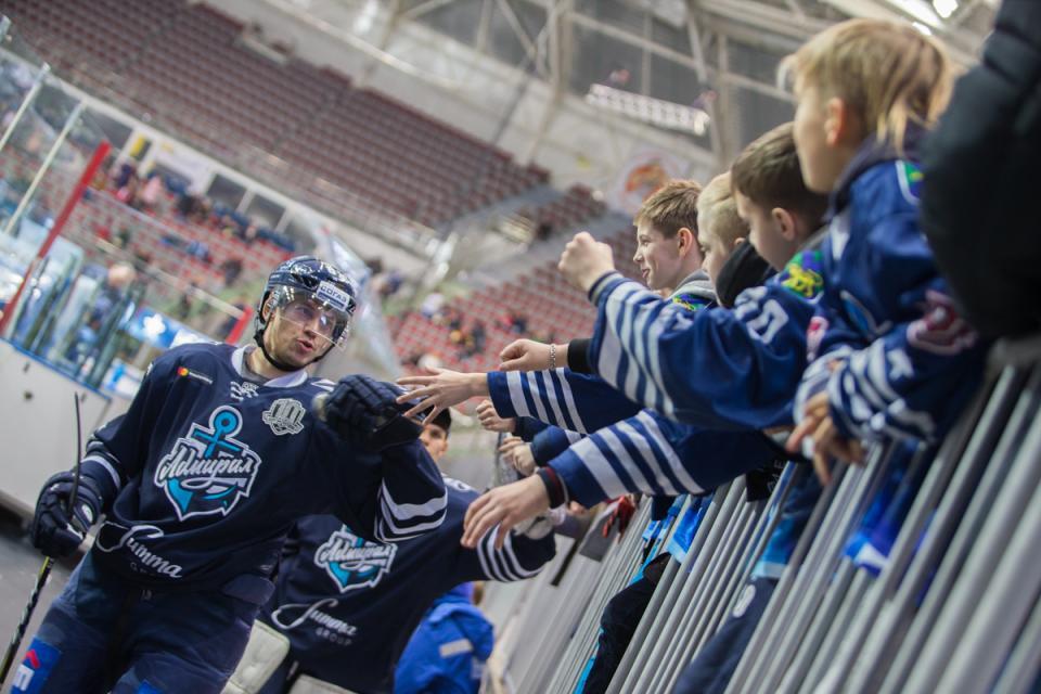 Кубок «Адмирала» и товарищеские матчи: во Владивостоке прошел фестиваль хоккея