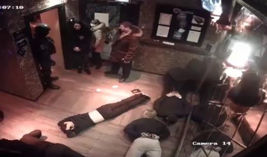 «Маски-шоу» прошло в стрип-клубе во Владивостоке (видео)