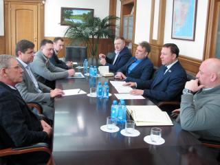Краевые депутаты познакомили главу Владивостока с действующей практикой работы с гражданами