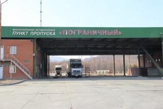 В преддверии китайского Нового года на границе в Приморье образовалась многокилометровая пробка