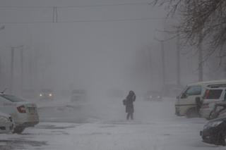 Фото: Татьяна Меель / PRIMPRESS   Испытание метелью: зима вновь проверяет на прочность жителей Владивостока
