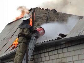 Двухэтажное здание загорелось во Владивостоке
