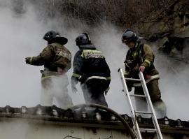 Частный дом загорелся во Владивостоке