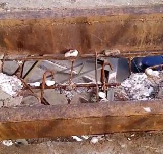 Фото: dps.control | «А дыры все больше и больше»: жители Владивостока обеспокоены состоянием лестницы, ведущей к школе