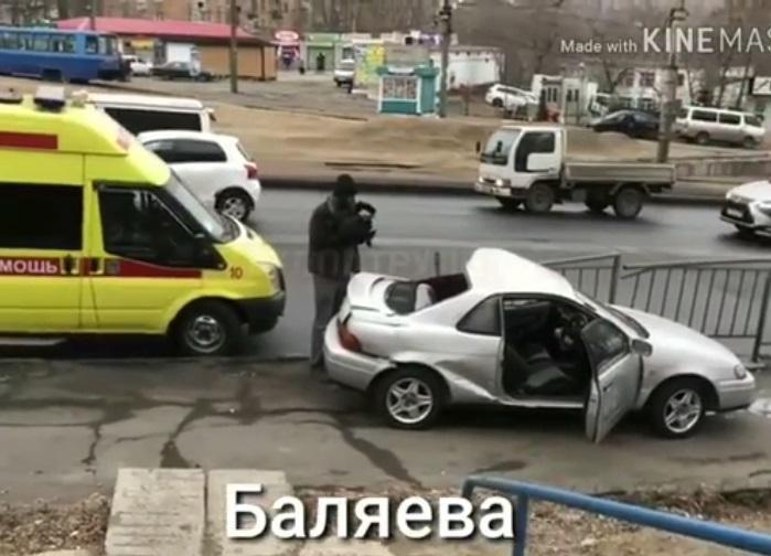 Во Владивостоке в автоаварии сильно «помялась» иномарка