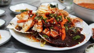Жители Владивостока больше всего тратят денег на заказ еды из ресторана