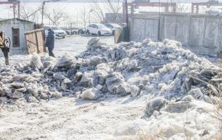 Пенсионер из Владивостока три месяца борется с «ледовым апокалипсисом»