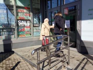 Фото: PRIMPRESS | «Он что, особенный?»: в закрытом ТЦ Владивостока «выжил» один магазин