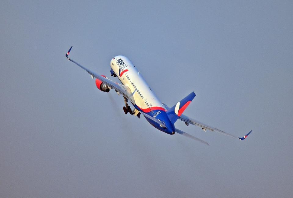 Авиакомпания  «АЗУР эйр» прекратила продажи билетов на собственные рейсы