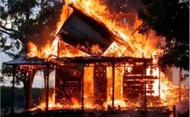 Частный дом загорелся ночью в Приморье