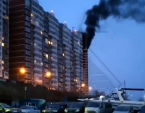 Строящийся многоквартирный дом загорелся во Владивостоке