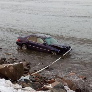 Фото: Instagram-сообщество dpscontrol | В Приморском крае автомобиль оказался в воде