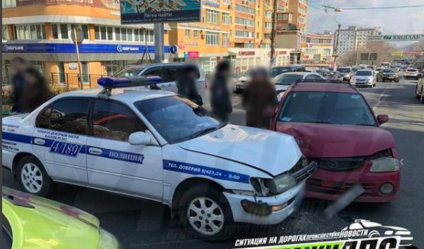Полицейская машина во Владивостоке попала в ДТП