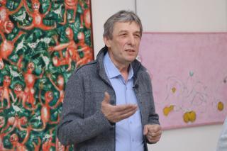 Фото: Екатерина Дымова / PRIMPRESS | «Розовый MOBISKIN»: во Владивостоке открылась персональная выставка Владимира Погребняка