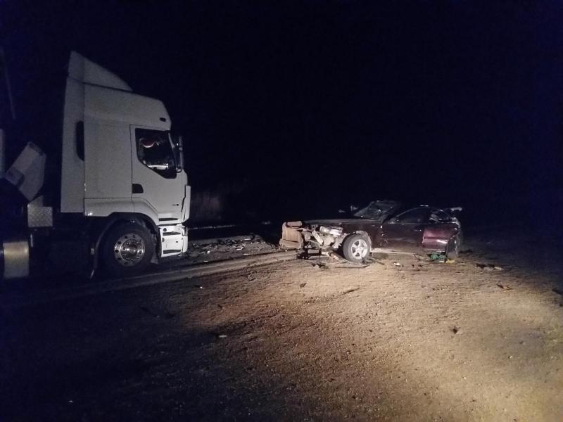 Легковой автомобиль столкнулся с большегрузом на трассе в Приморье