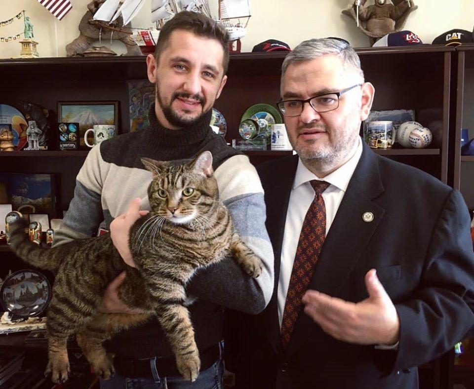 Во Владивостоке состоялась встреча кота Виктора и генконсула США