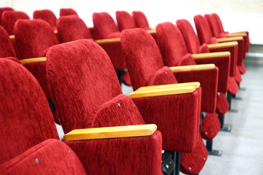 Продают билеты на несуществующие спектакли: любимый приморцами театр стал жертвой мошенников