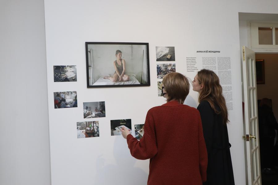 «Анна и ее женщины»: необычная выставка открылась во Владивостоке