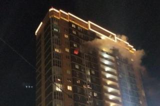 Фото: кадр из видео | «Будут еще жертвы»: новое видео с места пожара во Владивостоке напугало людей
