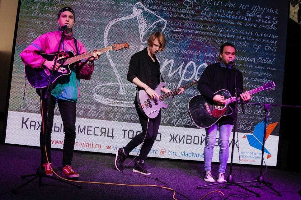 Владивостокские музыканты на квартирнике исполнили произведения вживую