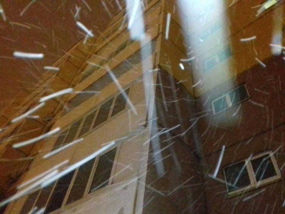Нетривиальный предмет сбросили на головы людей во Владивостоке