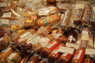 Транспортировку подозрительной колбасы пресекли в Приморье